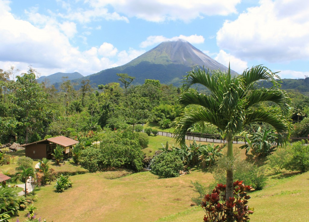 This is your view from an $85 a night hotel with breakfast included. Check out http://www.arenalmanoa.com/